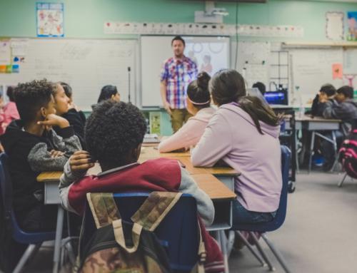 Mivel lájvozzon a tanár anyukám a diákjainak?